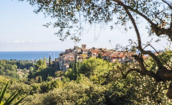 Biot-village